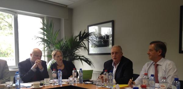De izda. a dcha.: Sr. Irmscher, Presidente del Sindicato Alemán de Arquitectos en ejercicio Liberal; Sr. Vivier, Presidente de la Maf y Sr. Avilés, Presidente del CA de ASEMAS.
